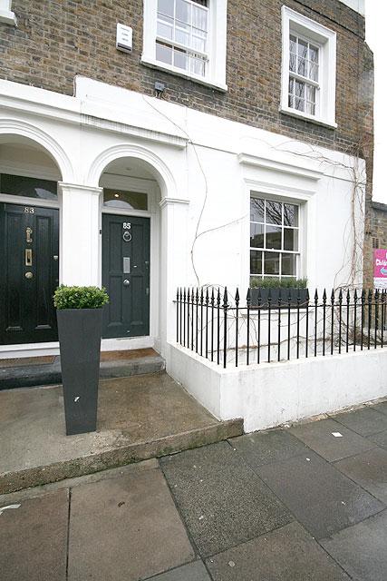 charlotte zone 2 londoner studentenzimmer und wg zimmer bei familien besonders zentral. Black Bedroom Furniture Sets. Home Design Ideas