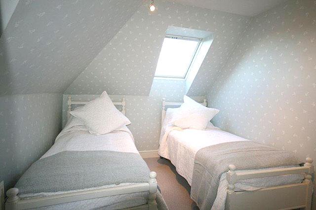 melinda zone 2 londoner studentenzimmer und wg zimmer bei familien besonders zentral. Black Bedroom Furniture Sets. Home Design Ideas